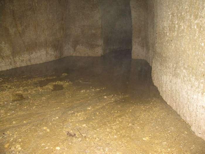 Kamer in ondergronds waterkanaal
